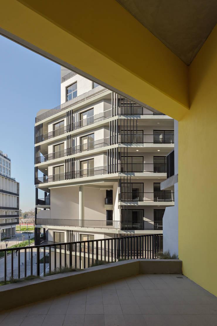 Proyecto de Viviendas para la Villa Olímpica por SMF Arquitectos: Casas multifamiliares de estilo  por SMF Arquitectos  /  Juan Martín Flores, Enrique Speroni, Gabriel Martinez,