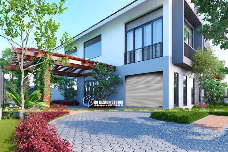 Thiết kế sân vườn:  Cửa nhà để xe by UK DESIGN STUDIO - KIẾN TRÚC UK