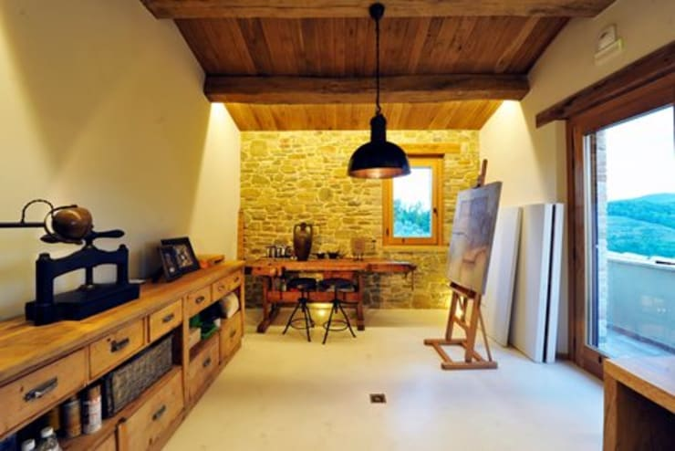 Media room by Nico Van Der Meulen Architects