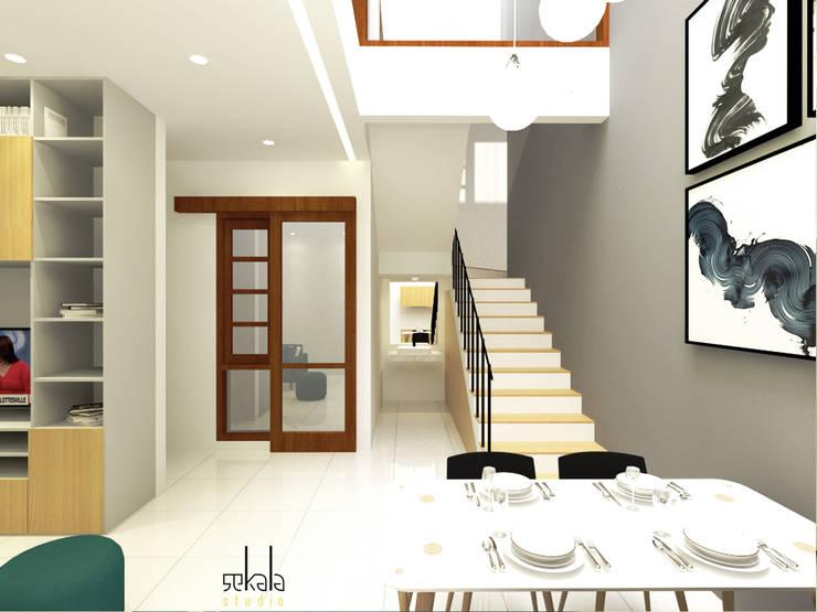 Ruang Makan + Pantry (Dining Room + Pantry):  Ruang Makan by SEKALA Studio