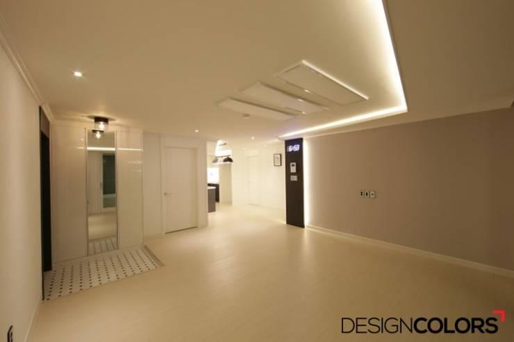 노원구 중계동 건영3차 아파트인테리어 32평: DESIGNCOLORS의  거실,