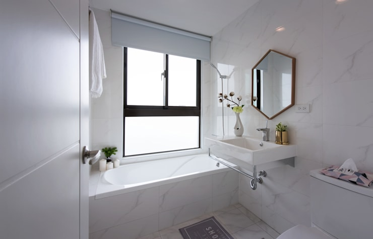 湖畔衫色:  浴室 by 北歐制作室內設計