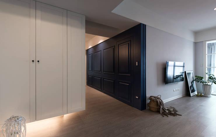 Projekty,  Korytarz, przedpokój zaprojektowane przez 北歐制作室內設計, Wiejski Deski kompozytowe Przeźroczysty