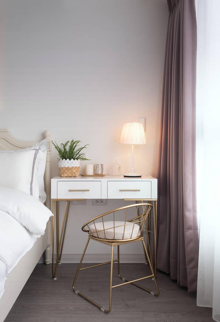 湖畔衫色:  臥室 by 北歐制作室內設計