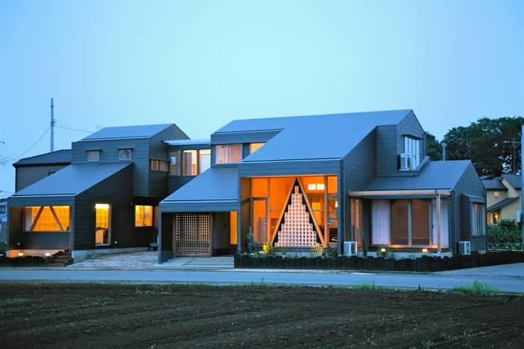 Wooden houses by 株式会社高野設計工房, Modern