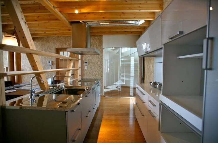 Built-in kitchens by 株式会社高野設計工房, Modern