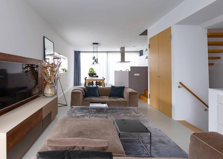 Salas / recibidores de estilo  por Regina Dijkstra Design