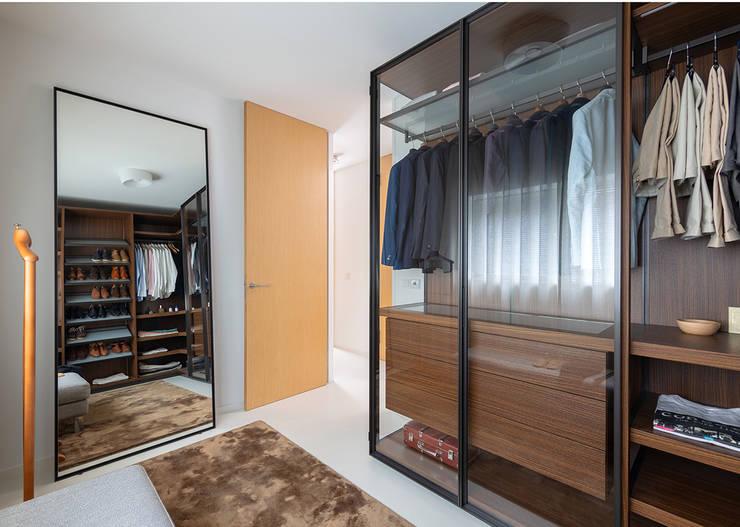 Vestidores y closets de estilo  por Regina Dijkstra Design