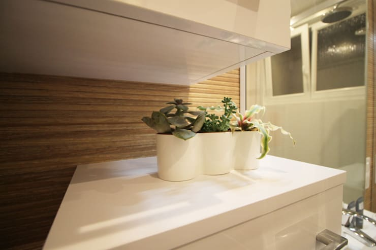 Modern style bathrooms by Agence ADI-HOME Modern Ceramic