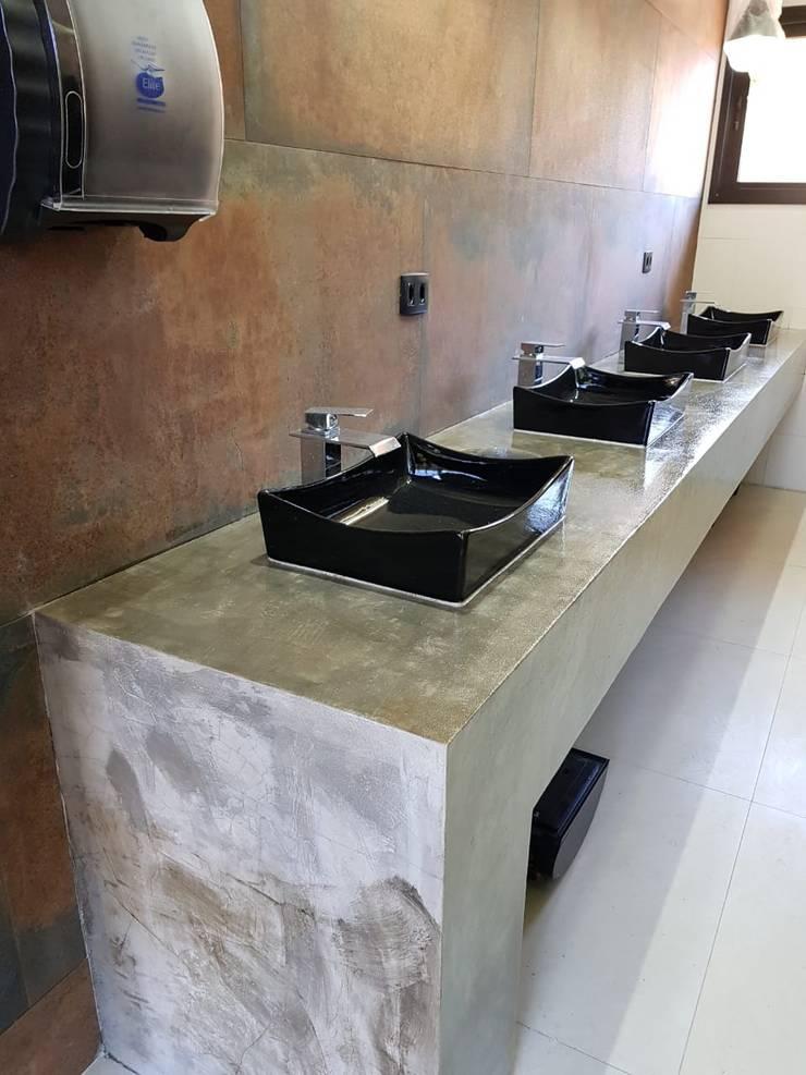 Bathroom by Barbara Oriani Arquiteta