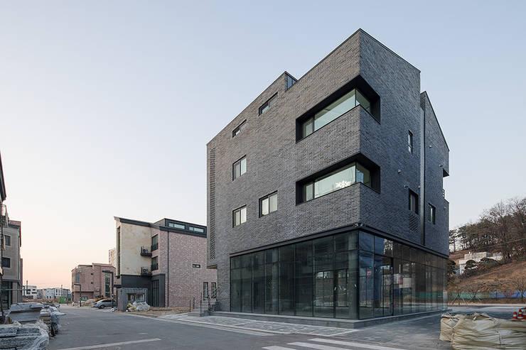 동탄2신도시 다가구주택: 삼공사건축사사무소의  다가구 주택,