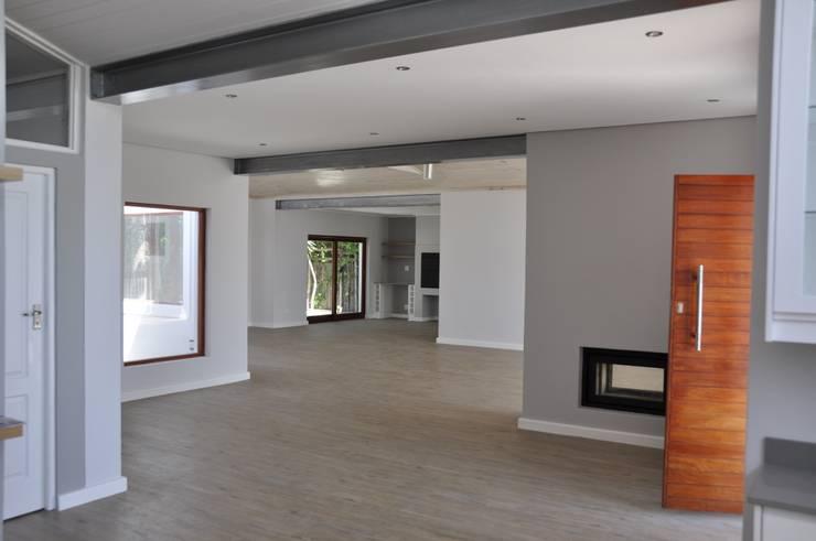Barbosa Home:  Living room by Cornerstone Projects, Scandinavian