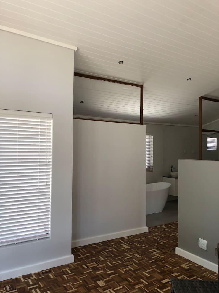 Barbosa Home:  Bedroom by Cornerstone Projects