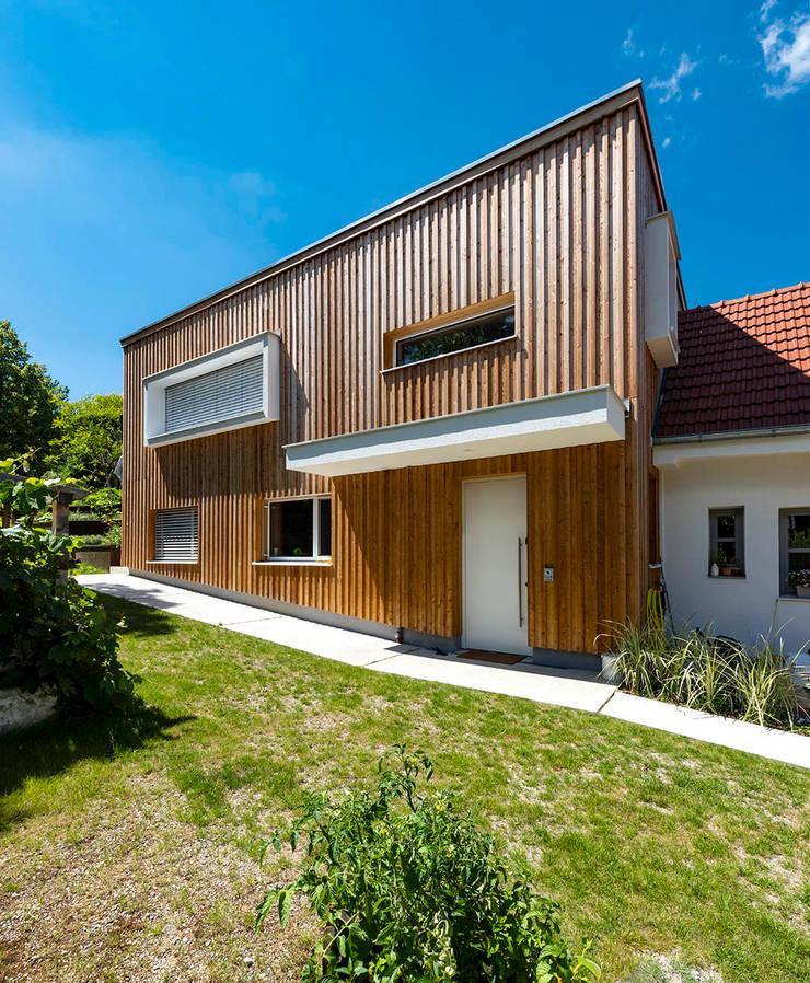 Holzfassade Moderne Häuser von AL ARCHITEKT - in Wien Modern
