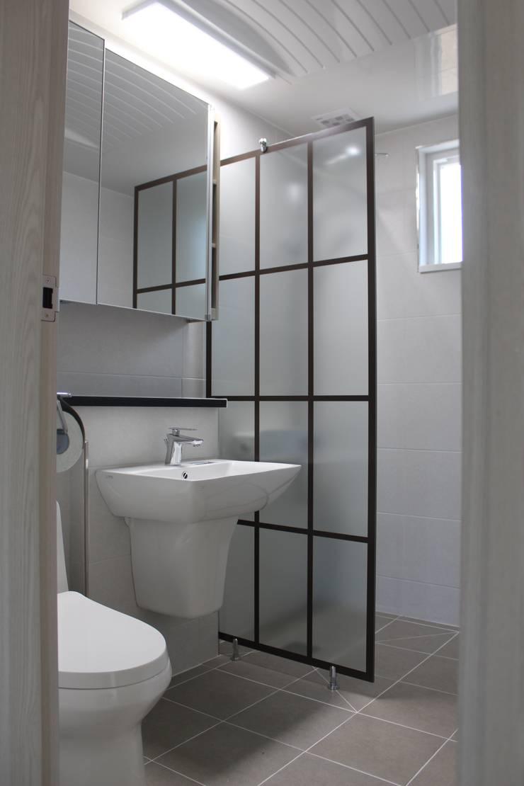 욕실: 나무집협동조합의  욕실