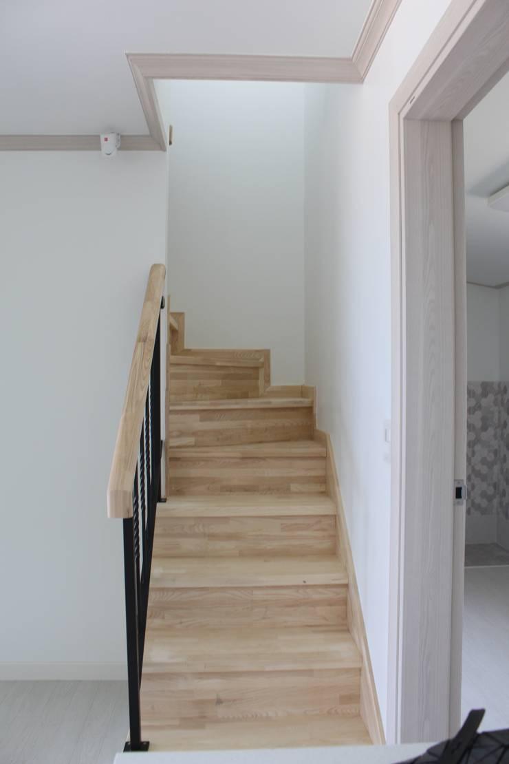 내부계단: 나무집협동조합의  계단