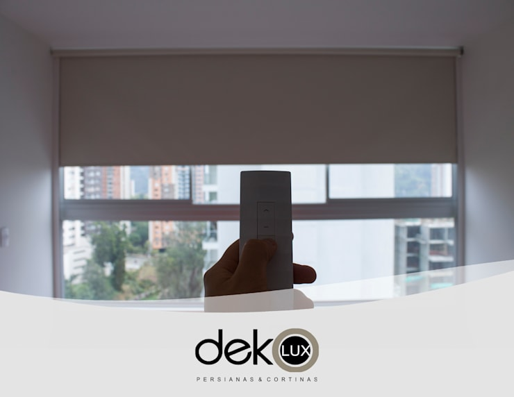 Enrollable Blackout Motorizado Cover Light :  de estilo  por Dekolux Persianas y Cortinas, Moderno
