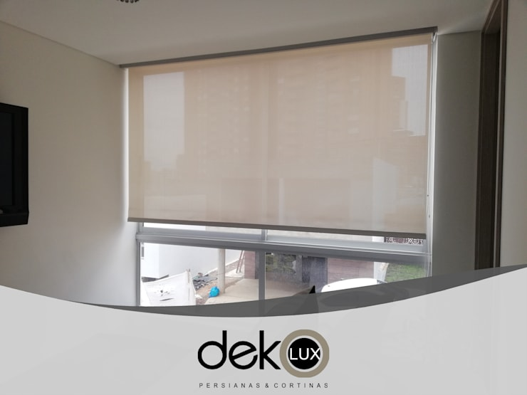 Enrollable Screen :  de estilo  por Dekolux Persianas y Cortinas, Moderno
