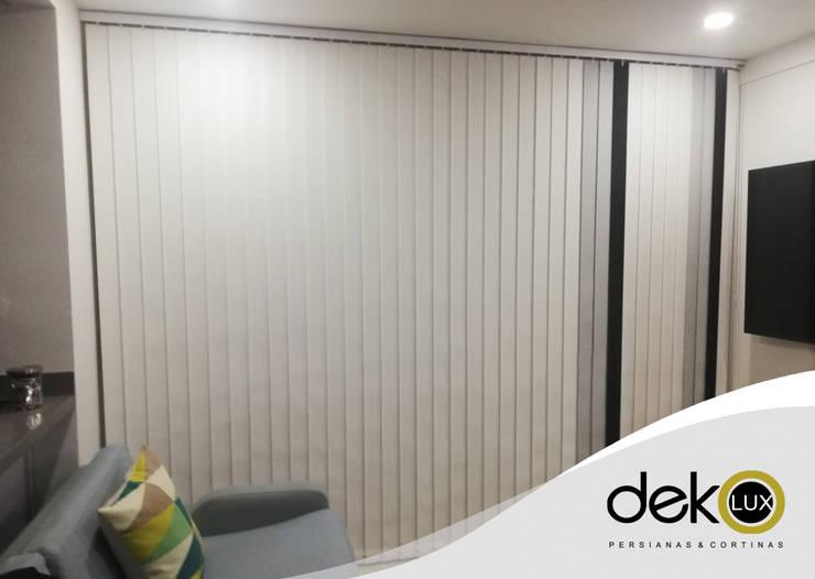 Vertical Screen Combinada : Puertas y ventanas de estilo  por Dekolux Persianas y Cortinas