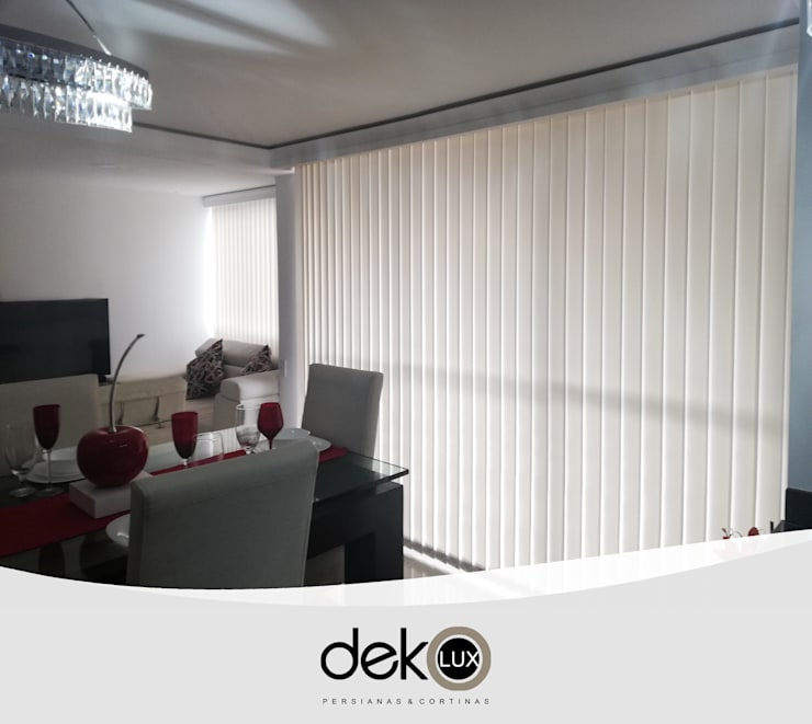 Vertical Screen : Puertas y ventanas de estilo  por Dekolux Persianas y Cortinas