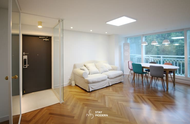 Salas / recibidores de estilo  por 스테이 모던 (Stay Modern)