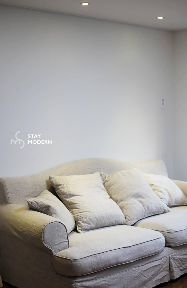 >>거실: 스테이 모던 (Stay Modern)의  거실