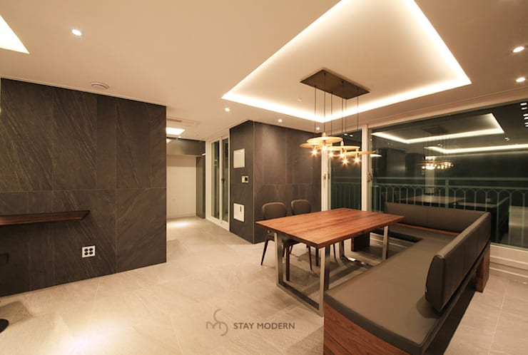 Sala da pranzo moderna di 스테이 모던 (Stay Modern) Moderno