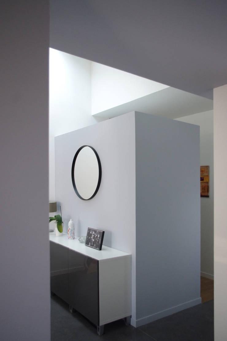 Couloir de l'extension: Couloir et hall d'entrée de style  par Créateurs d'interieur