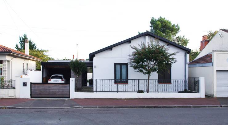 Facade de la maison: Maison individuelle de style  par Créateurs d'interieur