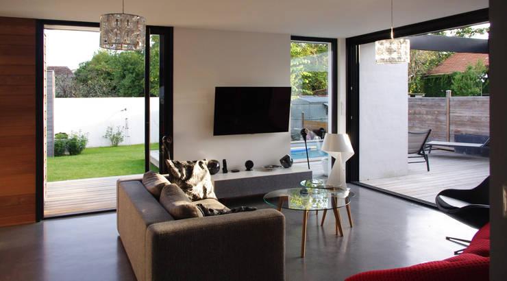 Salon ouvert: Salon de style  par Créateurs d'interieur