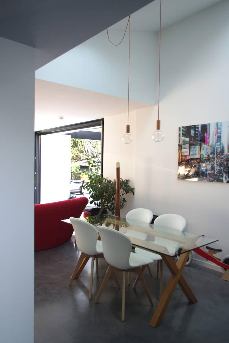 Salle à manger: Salle à manger de style  par Créateurs d'interieur