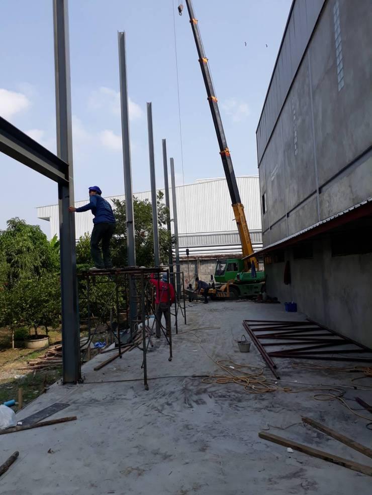 สำนักงานต่อเติม 2 ชั้น:  อาคารสำนักงาน by โอเบ เอ็นจิเนียริ่ง จำกัด