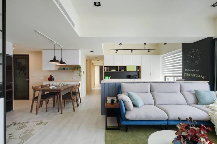 北歐療癒小清新:  客廳 by 微自然室內裝修設計有限公司