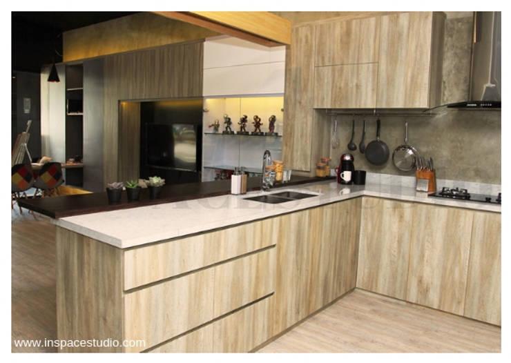 Dapur Dalam:  Dapur by Inspace Studio