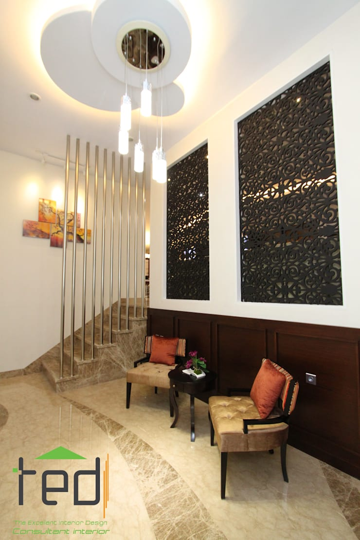 Cluster Akasia Golf 5 BGM PIK:  Corridor, hallway & stairs by PD. Teguh Desain Indonesia