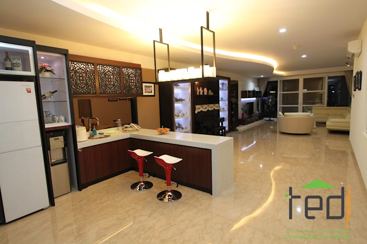 Cluster Akasia Golf 5 BGM PIK:  Living room by PD. Teguh Desain Indonesia