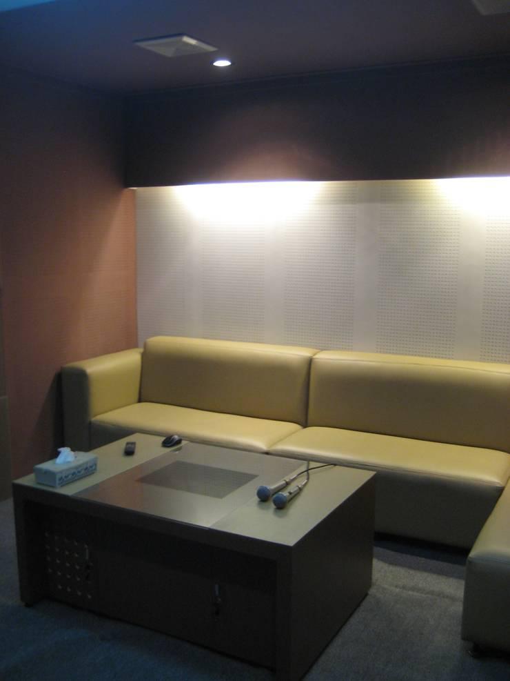 Furnitur Sofa :  Bar & Klub  by POWL Studio