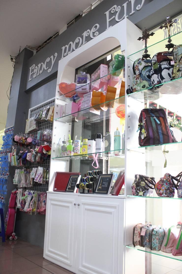 Borma Fancy:  Kantor & toko by POWL Studio