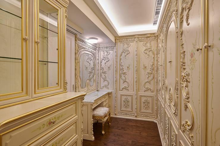 法式古典更衣室妝枱飾品櫃:  更衣室 by 歐式藝廊法式新古典設計
