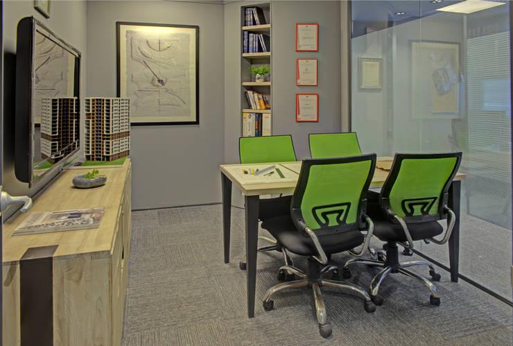 ARTERRA MİMARLIK LTD.ŞTİ. – TOPLANTI SALONU:  tarz Ofis Alanları