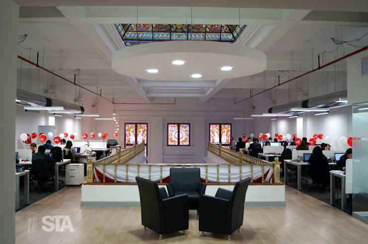 Pool Mezzanine: Oficinas y Tiendas de estilo  por Soluciones Técnicas y de Arquitectura ,