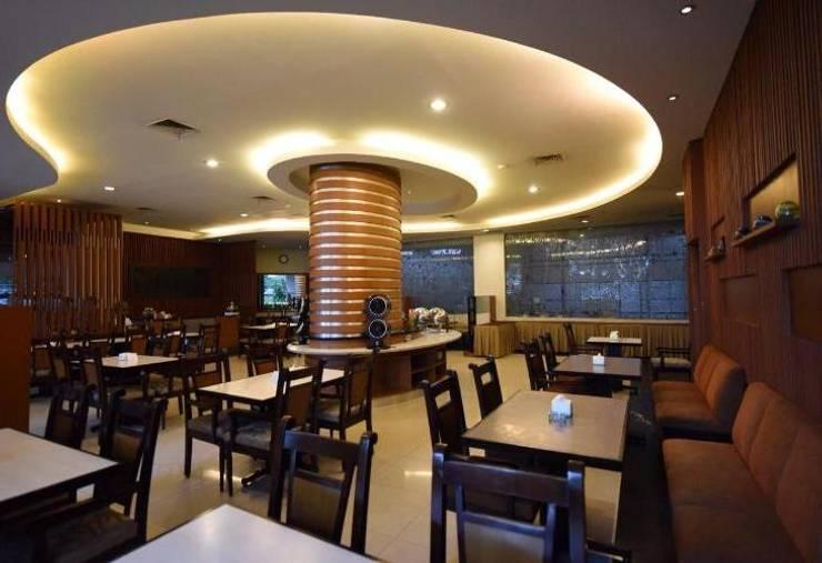 dining room:  Dining room by daun architect