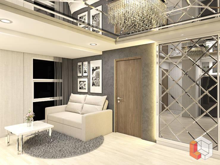 Apartemen Pasar Baru:  Living room by Lavrenti Smart Interior