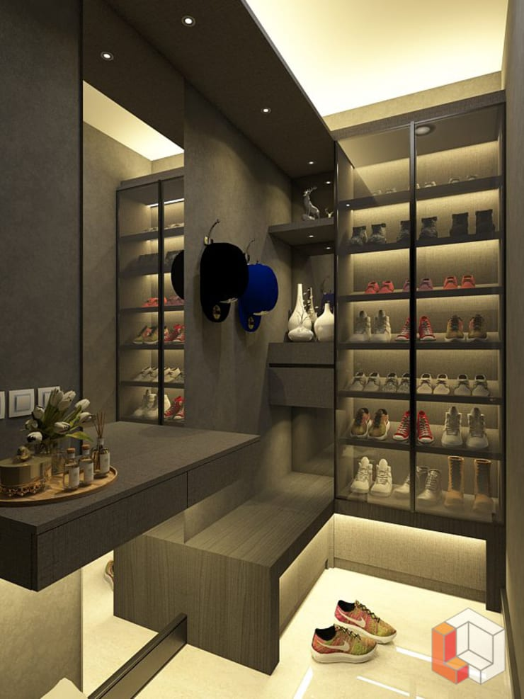 Kamar Anak Bukit Gading Villa:  Ruang Ganti by Lavrenti Smart Interior