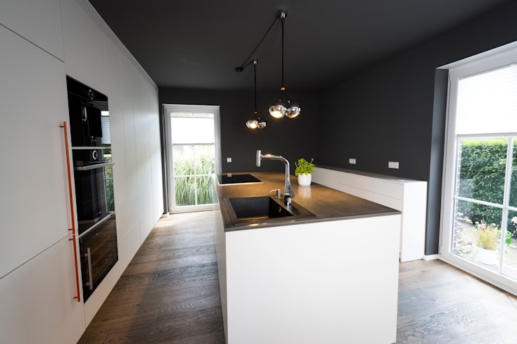 Kitchen by hysenbergh GmbH - Innenarchitekten in Duesseldorf