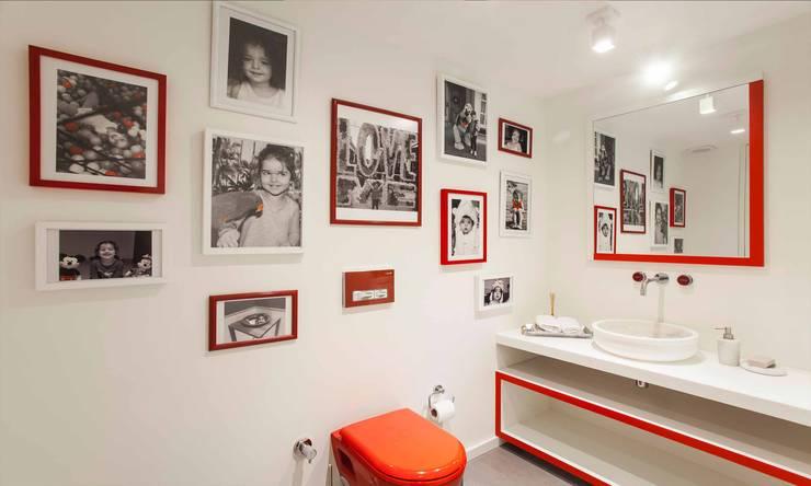 Casas de banho  por Pebbledesign / Çakıltașları Mimarlık Tasarım