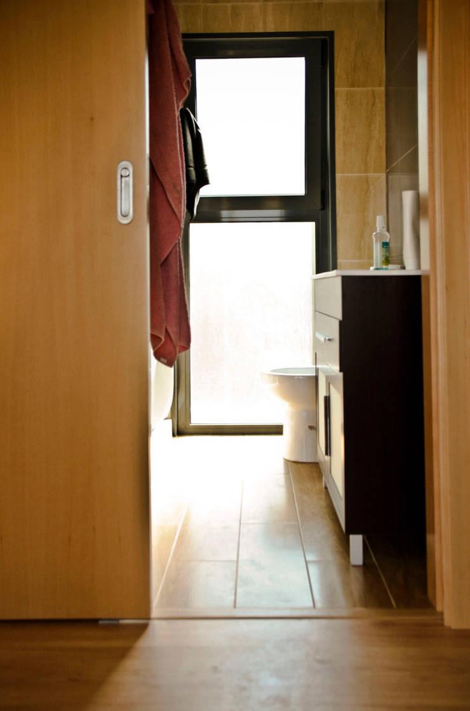 Bungalow Wood Alcobaça - Interior - 1: Casas de banho  por goodmood - Soluções de Habitação