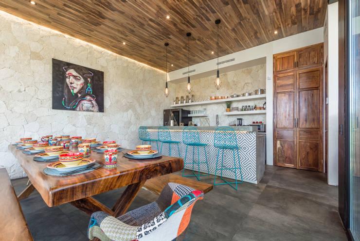 Villa Lagú 18 Tulum: Cocinas pequeñas de estilo  por Obed Clemente Arquitectos