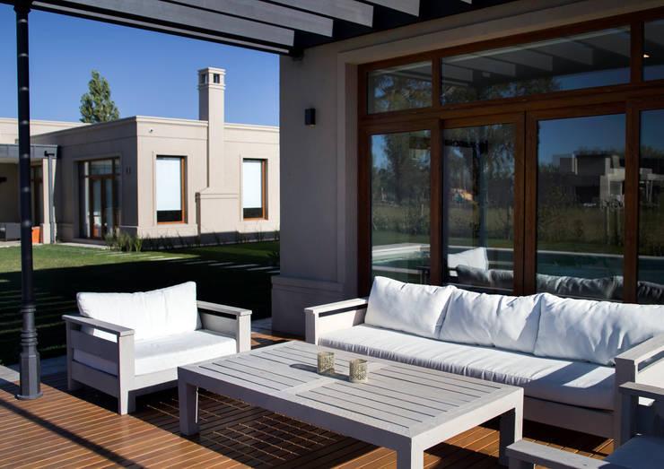 quincho -nardo- : Casas de estilo  por olot design,