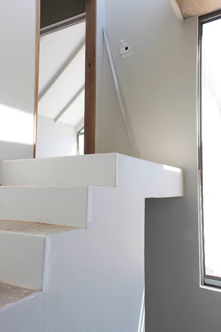 House Marshall:  Stairs by Beton Haus (PTY) LTD,